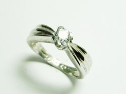 SRNFP013 SOLITAIRE RING 860€.